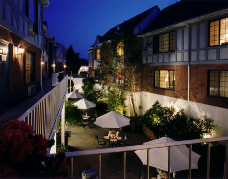 Courtyardnight at the Southampton Inn