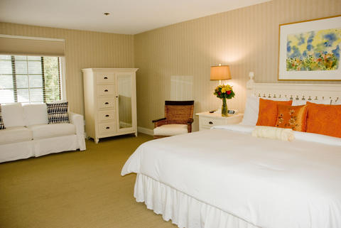 Southampton Inn King size bed room