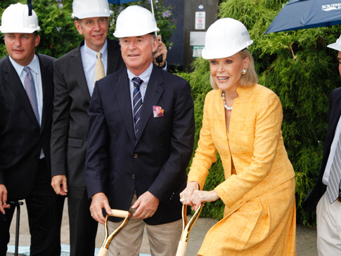 slideshow_std_h_Southampton-Hospital-Breaks-Ground-for-New-Audrey-and-Martin-Gruss-Heart-and-Stroke-Center8